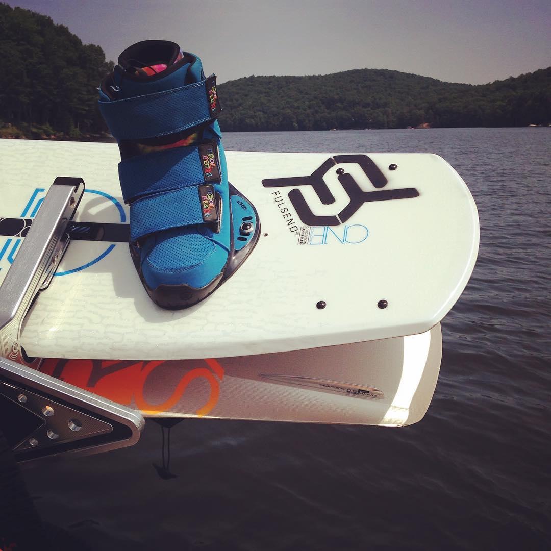 Thanks @ryehoff #mastercraft #wakeboarding #ronix #slingshot #JustSendIt #wakeboarding #lakelife first 180 @kateemcneil