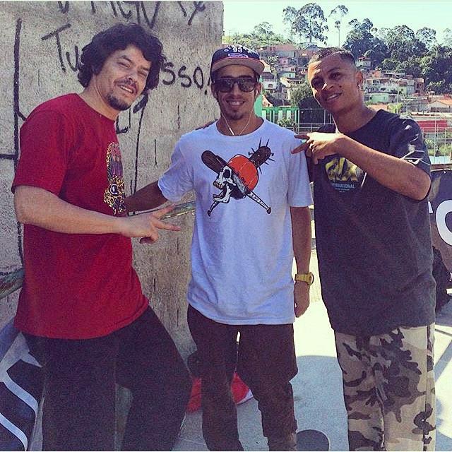 #QIXTEAM em Ferraz de Vasconcelos - SP. O videomaker @tlosada com os skatistas @pablocavalari e @damascena01. Hoje é dia de filmar só marretadas destes dois! #qix #skate #skateboard #skateboarding #ferrazdevasconcelos #Brasil #skateboardminhavida