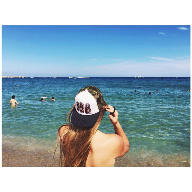 Una nueva postal.  Playa de Nova Icària, Barcelona. [Shut'Em Clothing] #new #shutem #trip #clothing #monday #outfit #caps #snapbacks #barcelona