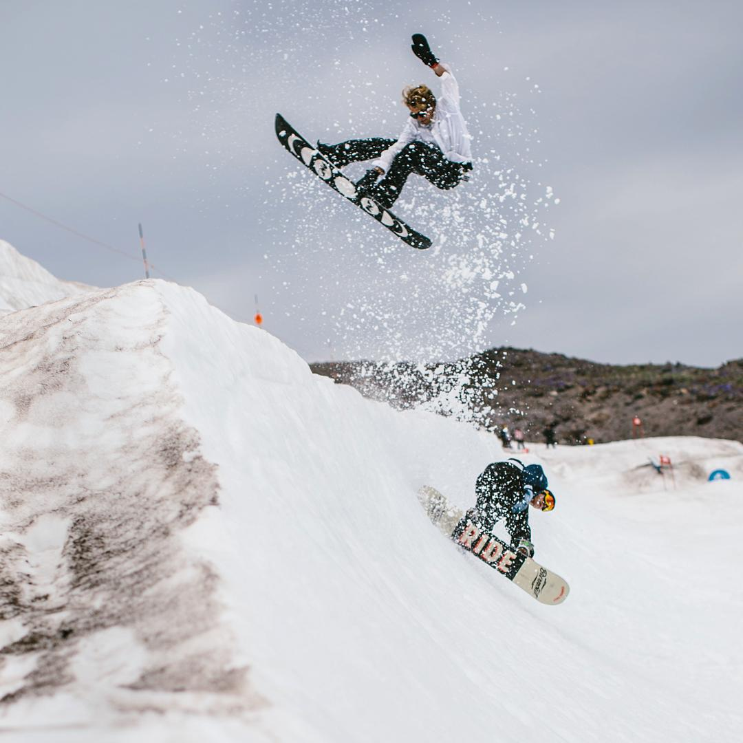 We get by with a little help from our friends. @blakepaul and @shoeburt go over-under at @highcascade for the @lickthecat psycho session!