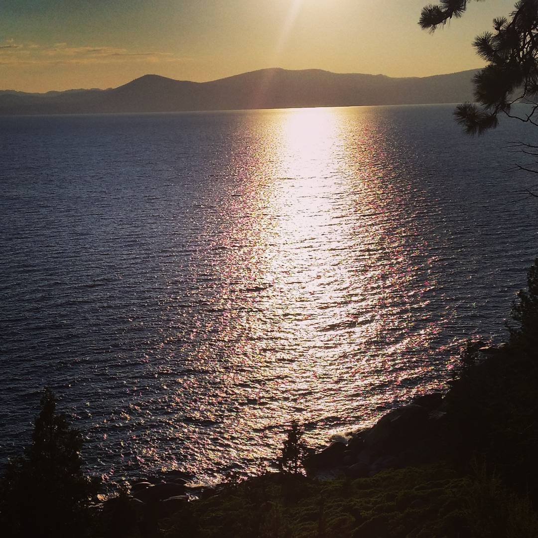The day is fading.  #laketahoe #peacefulnights #getoutside #graniterocx