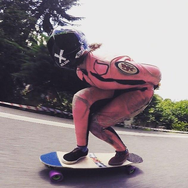 Go to longboardgirlscrew.com and check our girl, @lgcaustria ambassador & one of the fastest woman in Europe going down a hill. Yeah Glori!  #longboardgirlscrew #womensupportingwomen #skatelikeagirl #girlswhoshred #gloriakupsch #lgcaustria #austria...