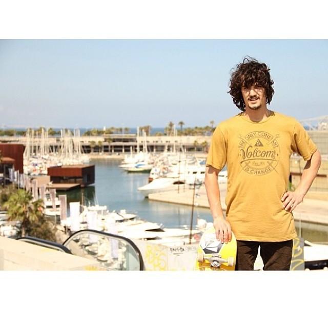 Comenzamos el día con una foto de nuestro amigo Renato @renatodonadei desde Puerto de Forum, Barcelona !!! PH: Facu Stricker #volcom #skate #volcomfamily #team #RenatoDonadei