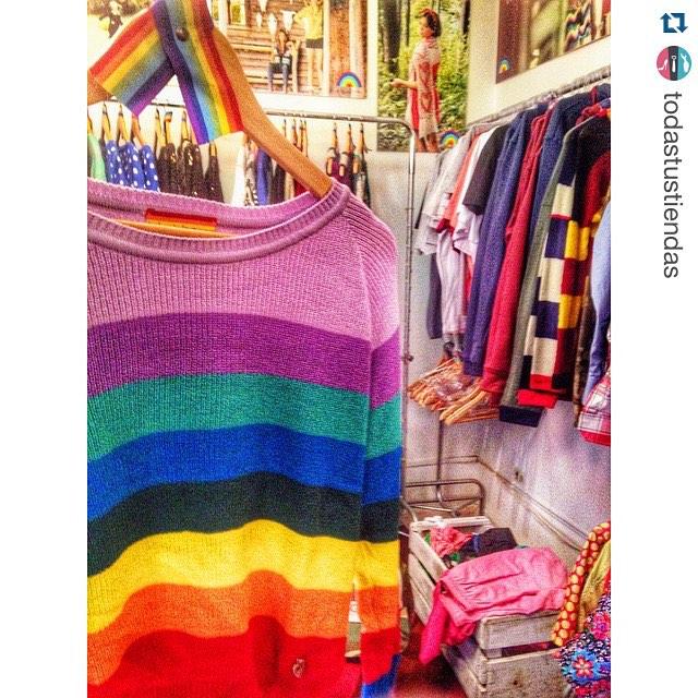 #Repost @todastustiendas ❤️❤️ ・・・ Así se vive @delasbolivianas ! A puro color y buena onda