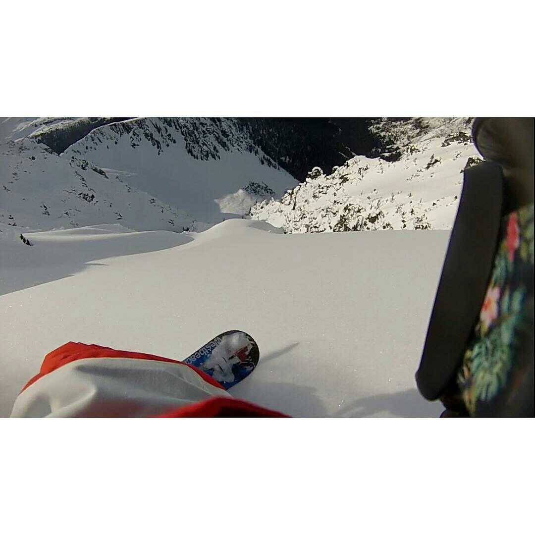 #FluxBindings rider @ruk1er coming through with a PoV of this dream pow run... #dreaming #powder #snowboarding