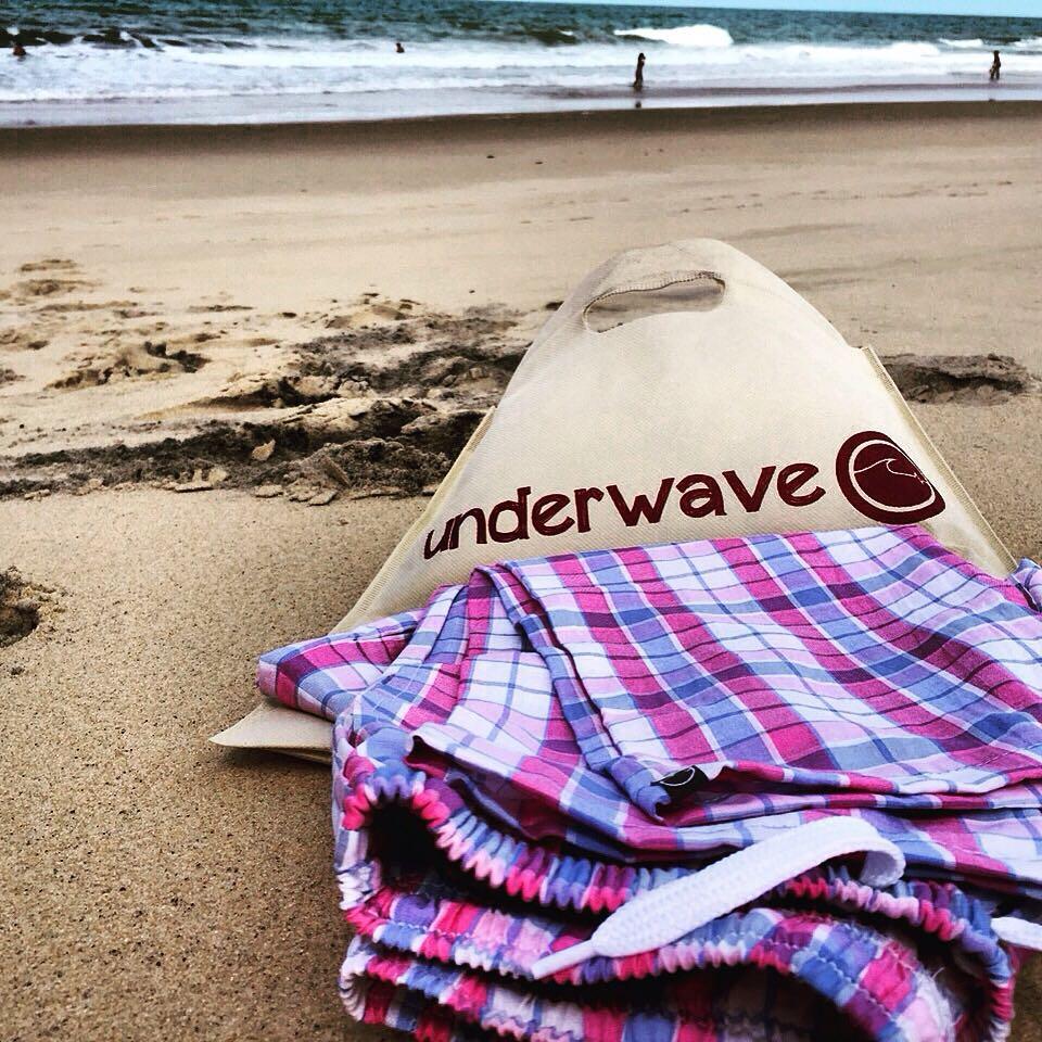 Todavía no tenes tu bolsa ecológica @underwavebrand? Conseguila con la promoción Julio/Agosto: Con la compra de cualquier producto + 100 pesos te llevas una Remera.♻️✌️