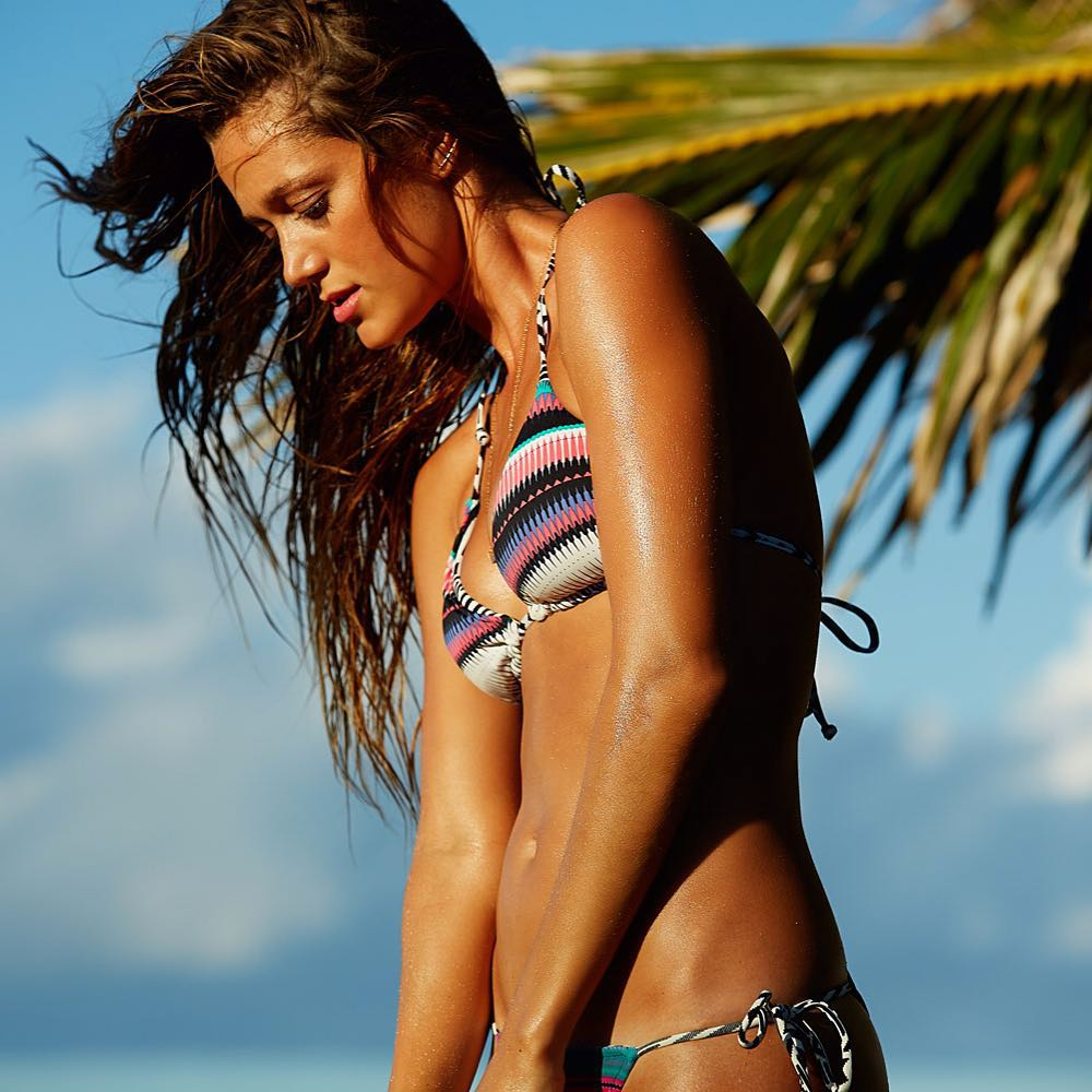 Bronzed babe @monycaeleogram  in the livin' free bikini #ROXYready  roxy.com/swim