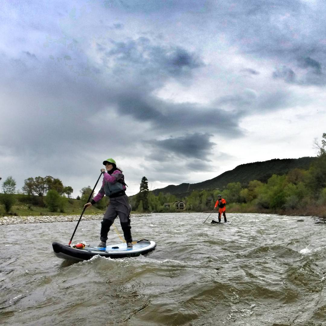 Team riders @ashleyebean and @agarhart paddling the Roaring Fork. #HalaGear #whitewaterdesigned #HalaAtcha #adventuredesigned #WhitewaterSUP #standuppaddle #theweeklyinsta #sup