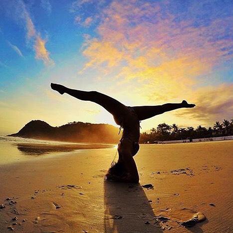 #miolagirls are beach yogis || bendy at sunset with @ninanhaiaa || #getoutthere #miolamazing #beachyoga #yogakini #yogaeverydamnday