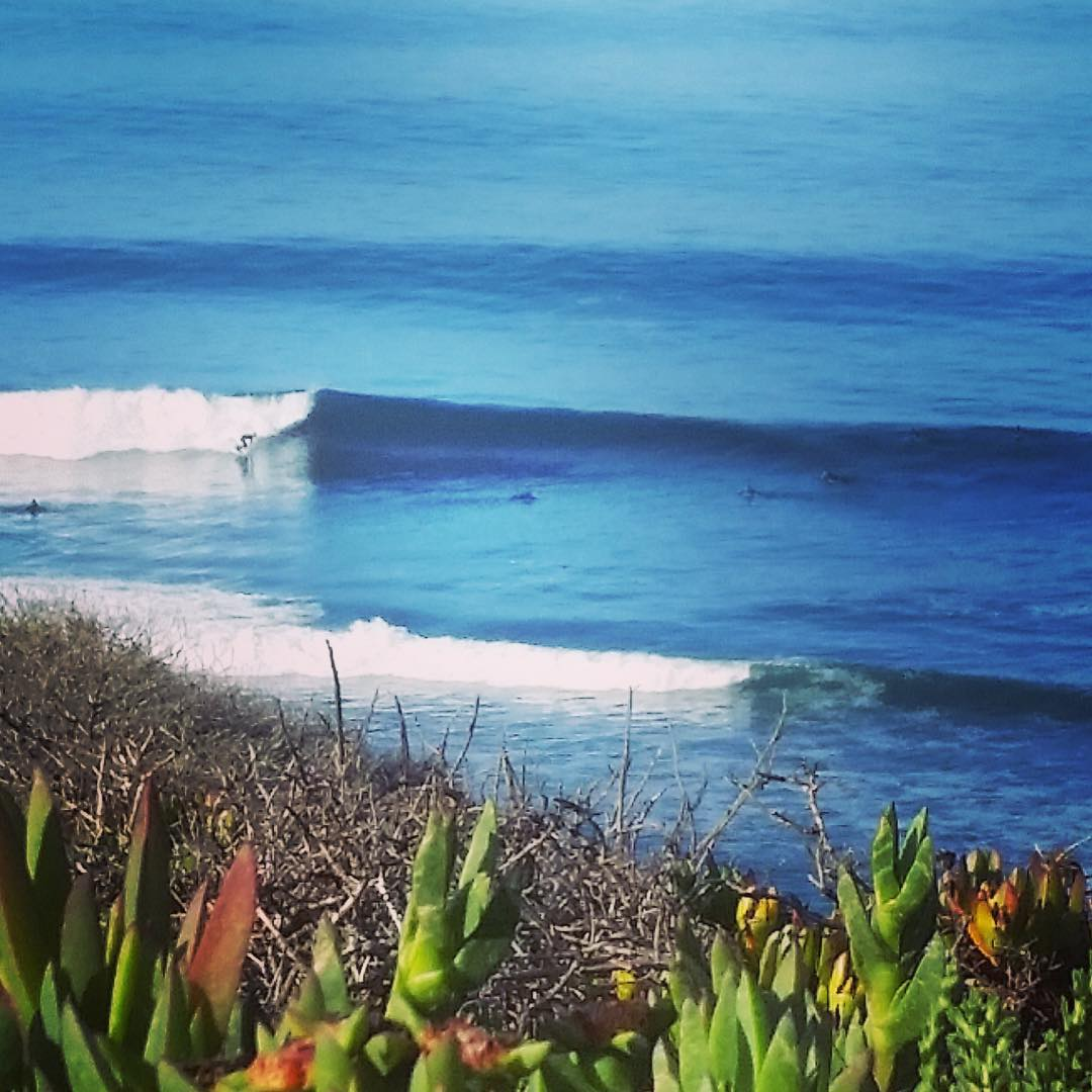 What a difference a week makes ehh... If this weekend's tiny wind swell and windy conditions in CA have you wishing you had a DeLorean time machine, to take you #BackToTheWeekend, here is the view you would have seen peering over a bluff just a bit...