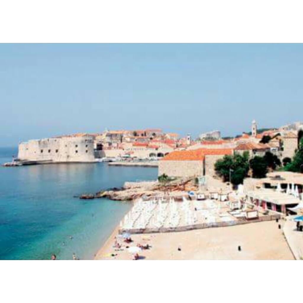 Playa de Banje (Dubrovnik, Croacia) - Es la playa más popular de Dubrovnik y una de las más bonitas del mundo, con sus vistas a las murallas de la ciudad y a la cercana isla de Lokrum. Es muy animada, acude bastante gente y cuenta con todos los...