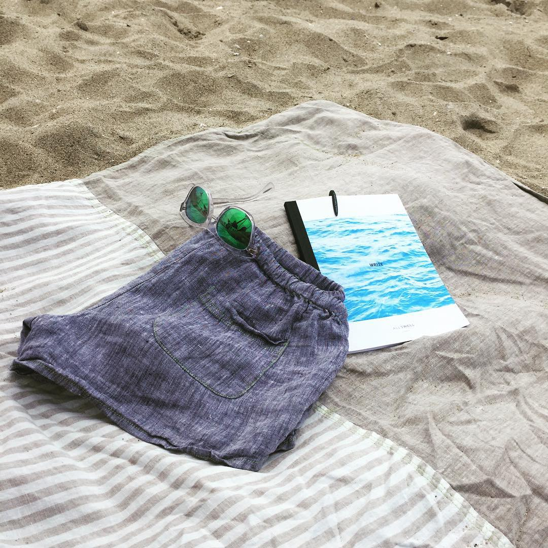 Bicoastal beaching: AllSwell afternoon on the West Coast with plenty of East Coast linen from @emily_brooklynbeach