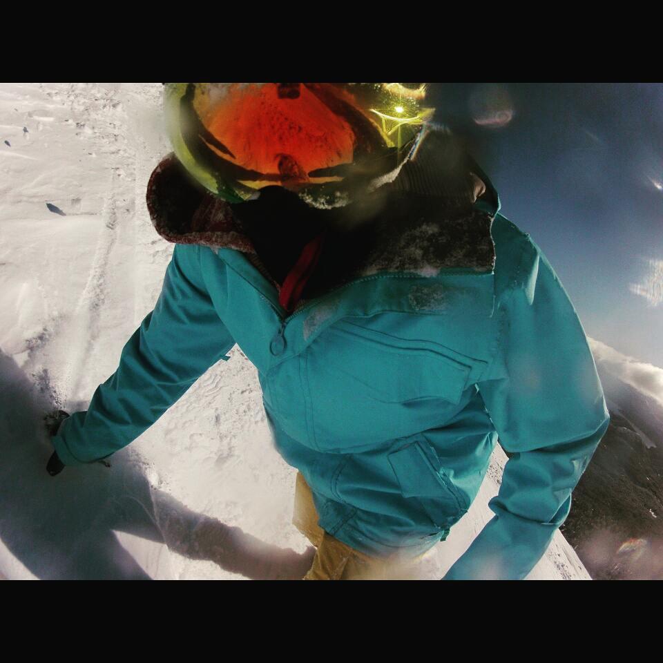 Dejando huella por @cerro_chapelco. No se puede pedir mejor nieve. IM-PRE-SIO-NAN-TE  #FueraDePista #LaPala #Chapelco #SanMartinDeLosAndes #Argentina #BackCountry #Snowboard #GoPro