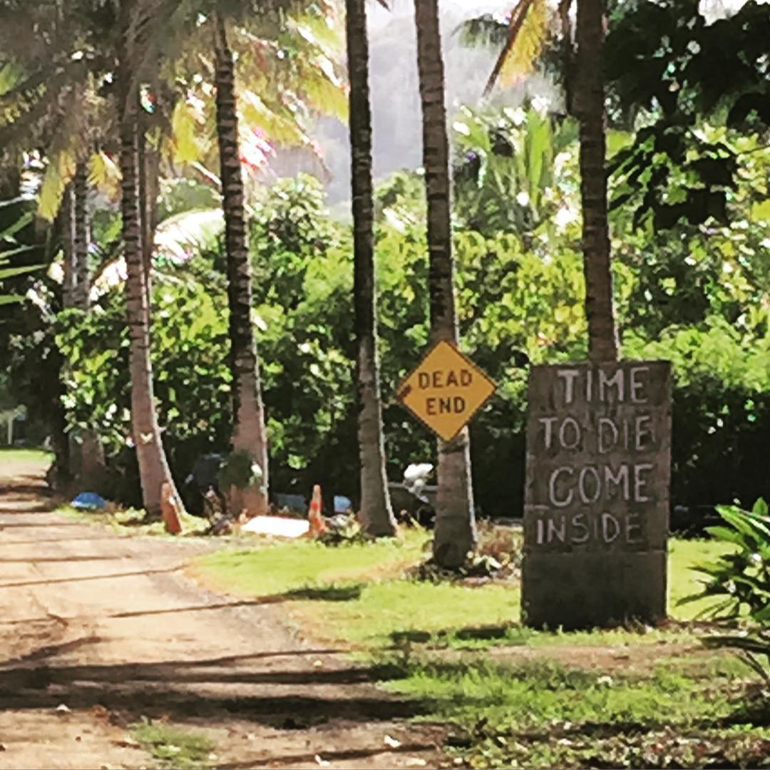 Dude, that does not make me wanna come inside, but thanks for the invite #whyaskifyourenotsincere #northshore #hawaii #girlgetoutside