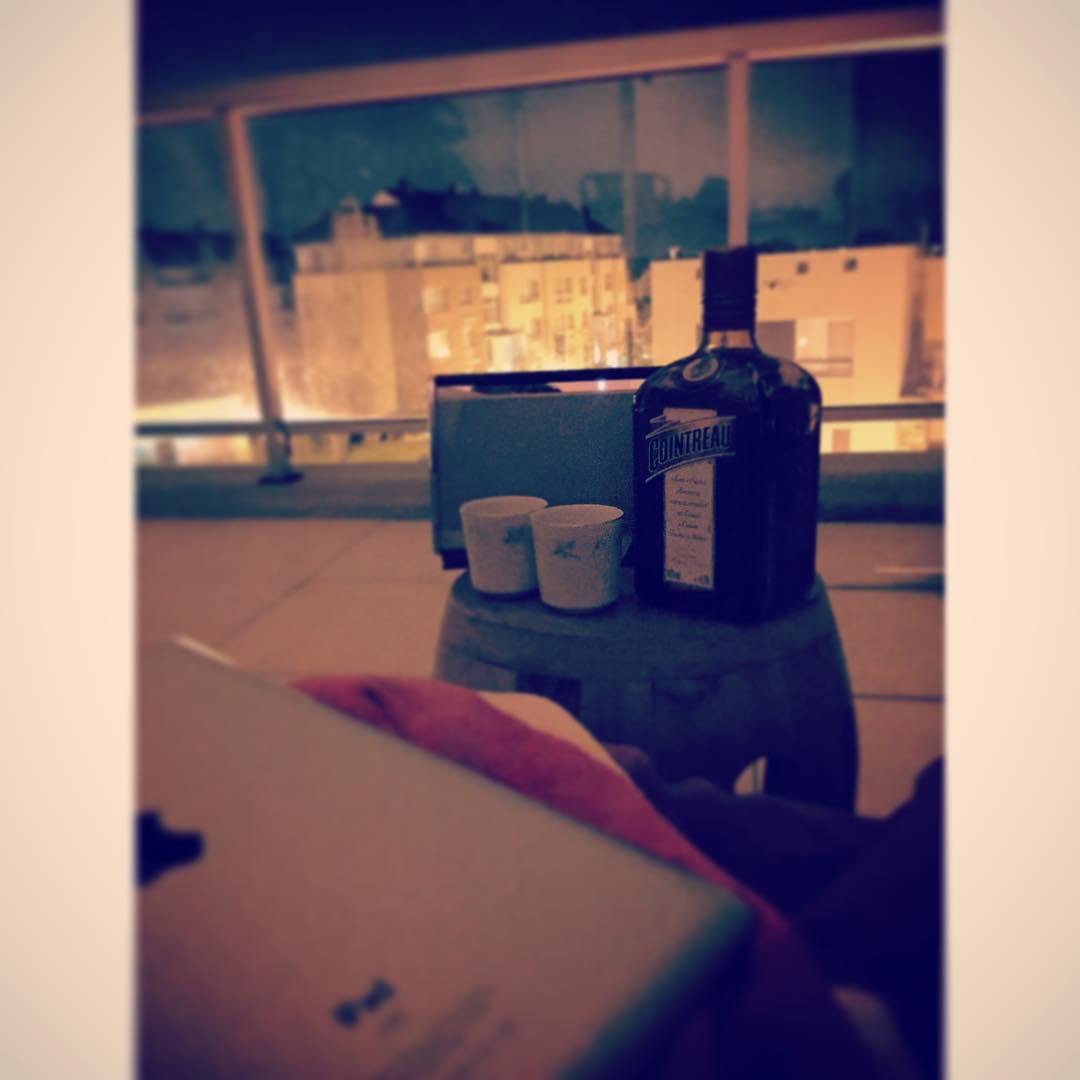 No gusta pasar a tomar una tacita de café? Profesor Jirafales.. #cointreau #balcon