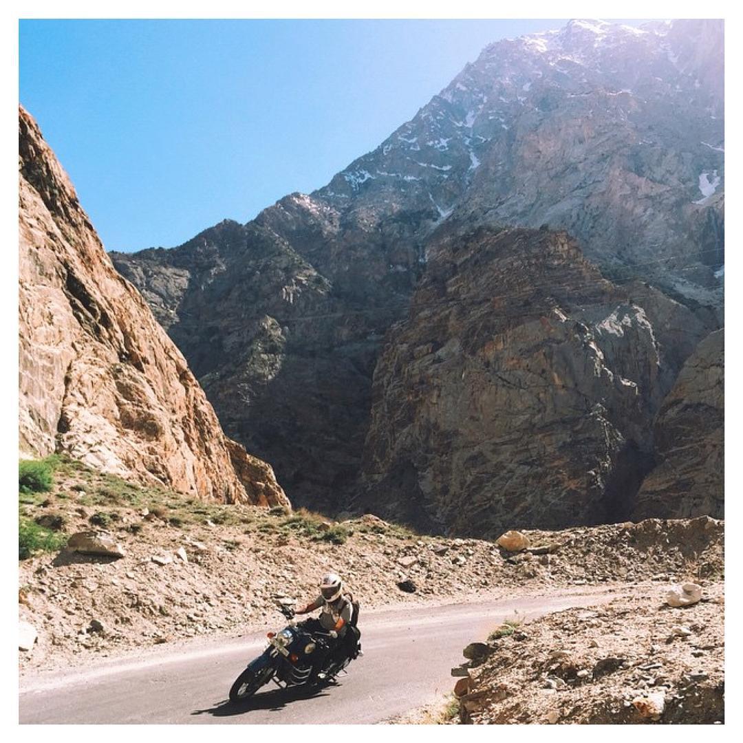 Images from India on this #MotorbikeMonday ⚡️ Rad shot via miss @kisjayenn • #wanderlust #adventure #openroad #Indosole #TiresToSoles #SolesWithSoul