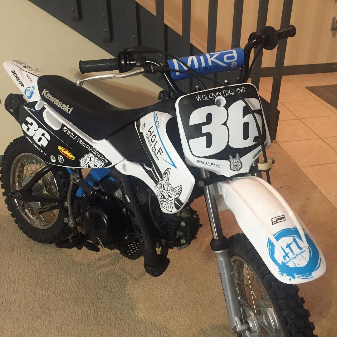 Pitbike is looking sick for lorettas! #moto #wolfmx @wolftrainingacademy @mikametals @barnettmxphotography @fmfjoel @fmf73 @officialmooseracing @mx_sports #pitbike #pitbikesusa @aticlothing #atifamily