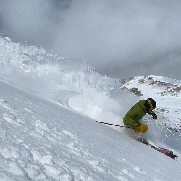 These #hotdays sure have us dreaming of that creamy spring #pow @lovelandskiarea