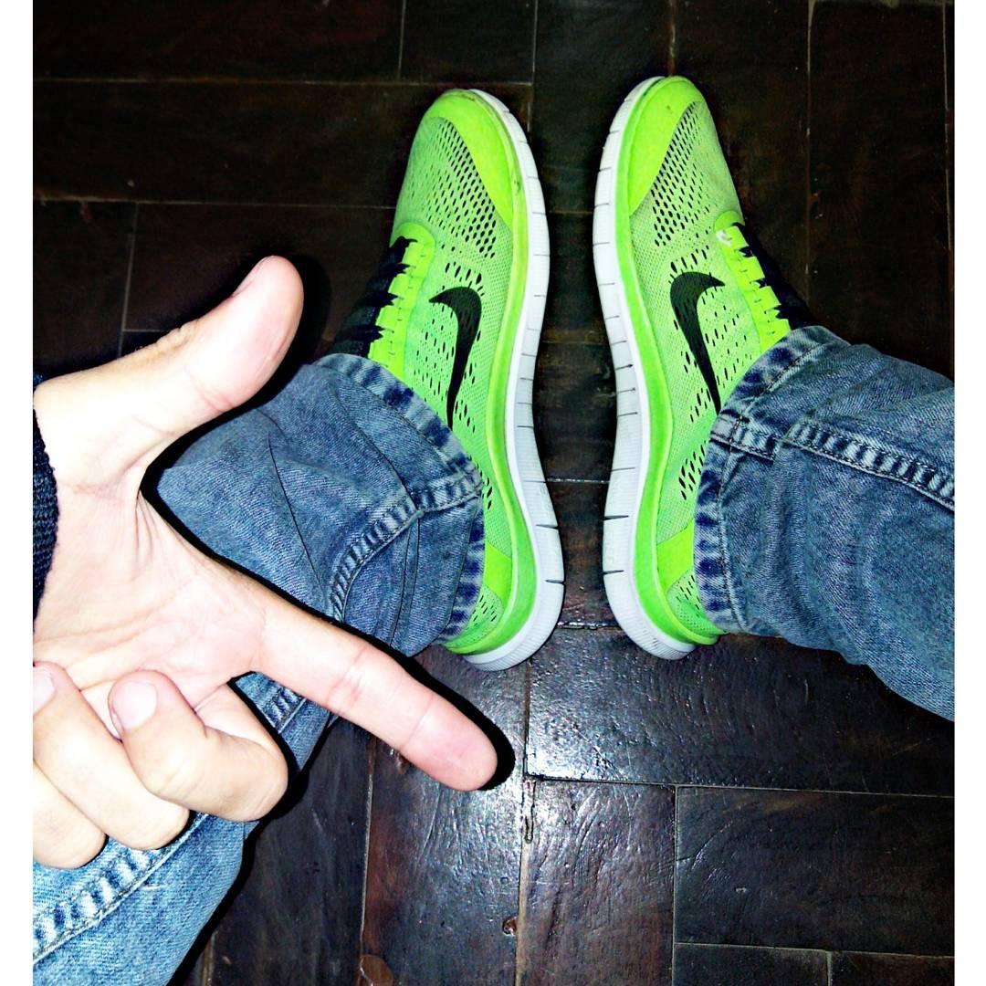 Zapas de running y jeans anchos #LaBiyahPapàá y aguante mi dedo