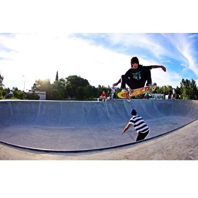 Santi Rezza @santirezza x @jorgallery  Buen día!!! #skate #volcomfamily #volcom