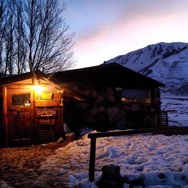 Refugio Kutralwe en Valle de Los Molles! Nuestro hogar x unos días. Más .:Conexión Natural:. que nunca!  #SNOWBOARD #TRIP #FRIENDS #SNOW #LASLEÑAS #KUTRALWE #REFUGIO #WINTER15 #ARGENTINA #CHASINGWINTERS #LOSMOLLES #CONEXIONNATURAL #TRANKASTYLE #KNEWTON