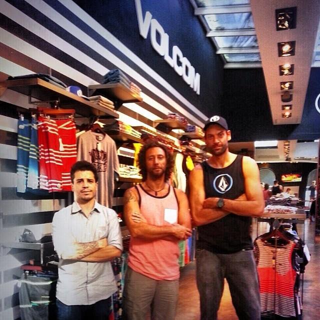 Gracias Fabricio Oberto @obricio7 y @juanbacagianis Juan Bacagianis por visitarnos en Volcom Palermo Soho! En el medio: nuestro MKT member Miche! #volcomfamily #Volcom #VolcomStore #VolcomPalermoSoho