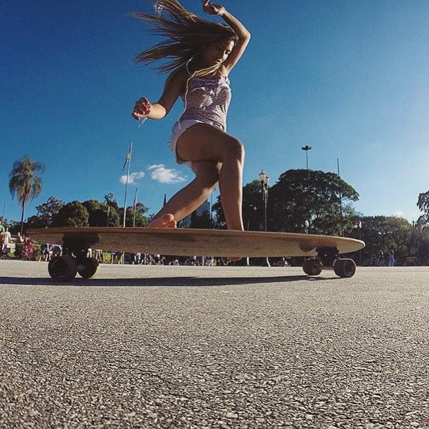 Bon dia familia!  @alinneduartep from LGC Brazil shot by @thiagodeamigo.  #longboardgirlscrew #womensupportingwomen #skatelikeagirl #girlswhoshred #alinneduarte #brasil #brazil #lgcbrazil