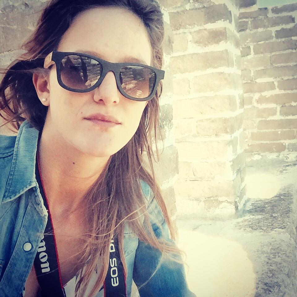 Pepa con nuestros Angus Originals en nogal combinado dos tonos. Gracias por la foto! #Numag #borninargentina #wherenaturerocks #viaje #aventura #sol #girl #cool #gafasdemadera #gafasdesol #anteojosdesol #anteojosdemadera