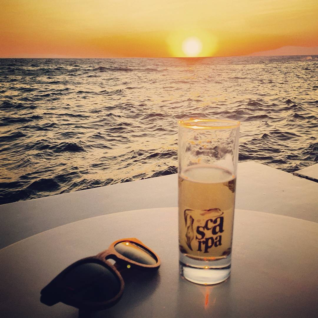 Merecidisimo relax. Photo by @fernandezpepa  #Numag #borninargentina #wherenaturerocks #sun #relax #cool #picoftheday #sea #gafasdemadera #gafasdesol #anteojosdemadera #anteojosdesol