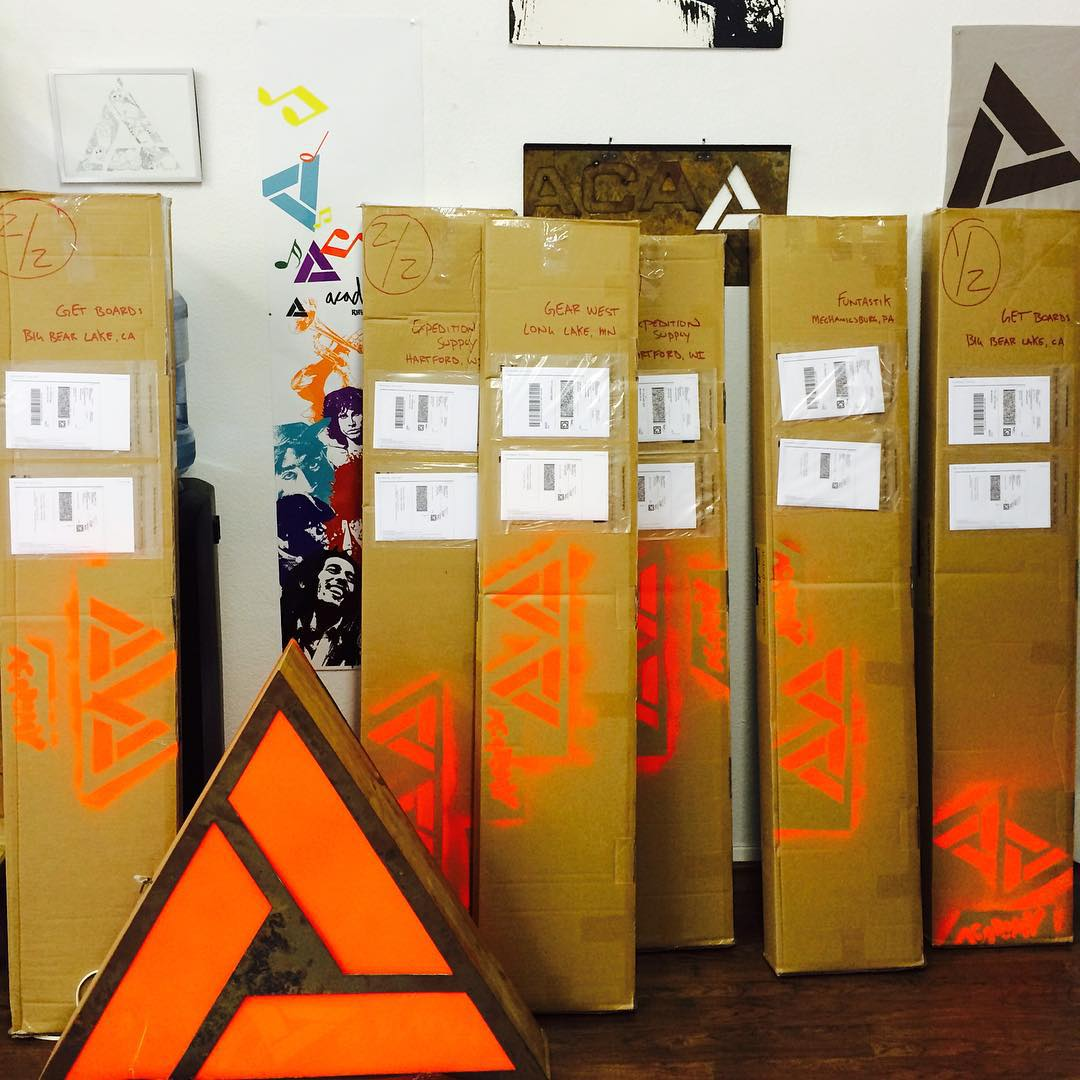 We are shipping!!! Get into your local shop and check out the boards!! #winteriscoming