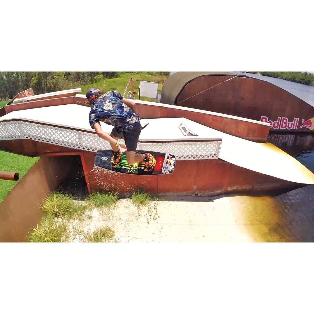 @massipiffa Mid Hook! #kinetikproject #ronix2015 #aquaticresearchanddevelopmentlab #onewithwater #oneloveinwake #fortifiedwithlakevibes