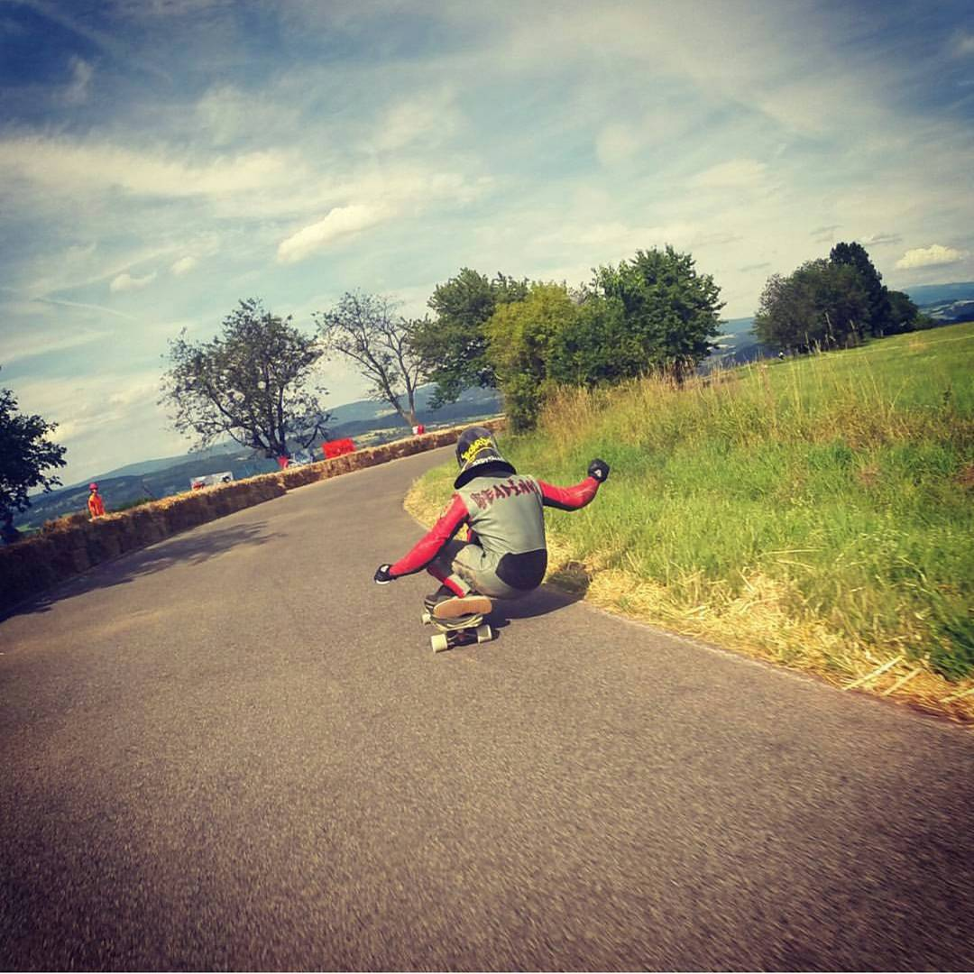 @justinreadings railing the last corner of #kozakovchallenge.  @lukemelon with the follow cam.  #restlessboards #restlessnkd