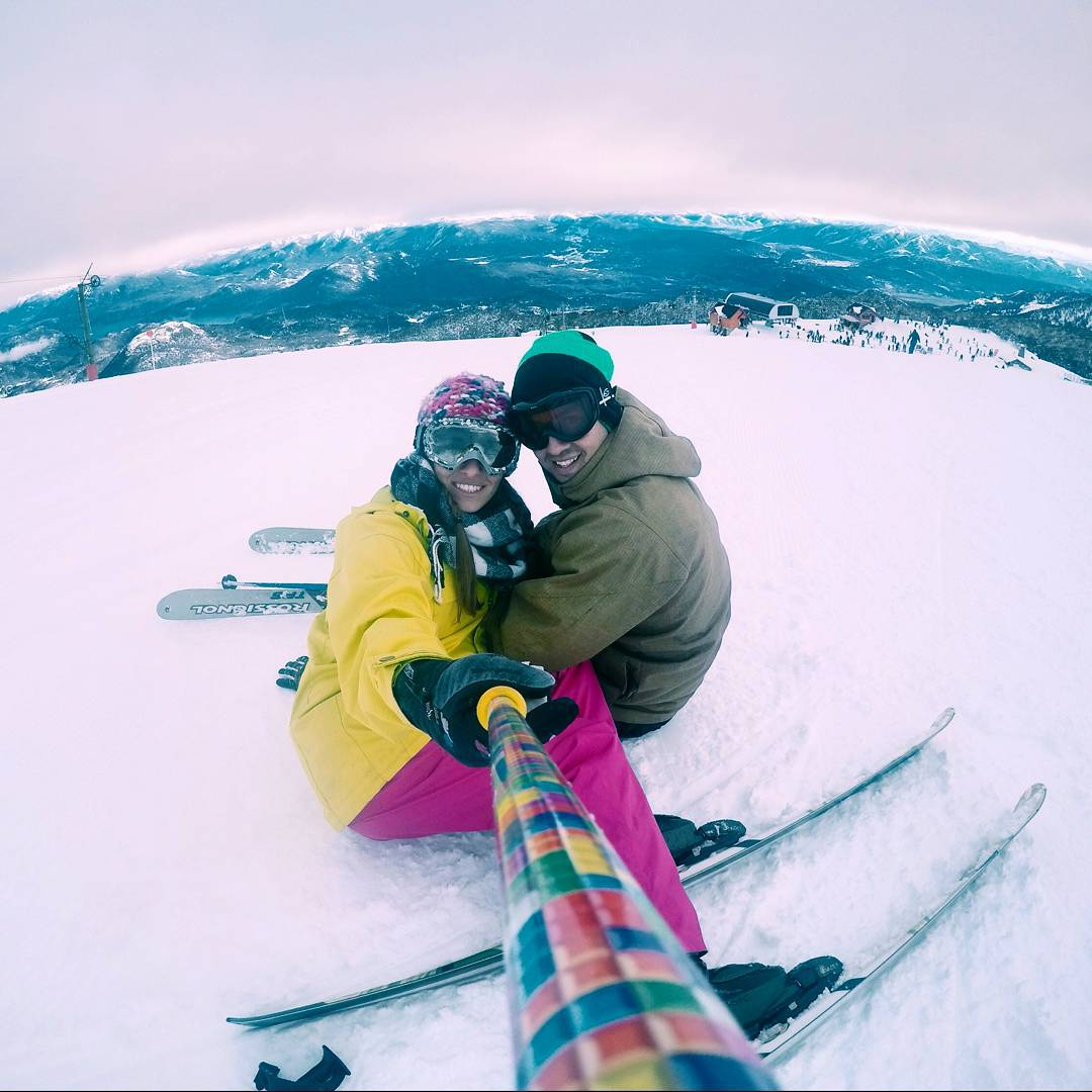 @carlitadupuy disfrutando de la nieve en Cerro Chapelco con su #ZephyrPole !! ❄