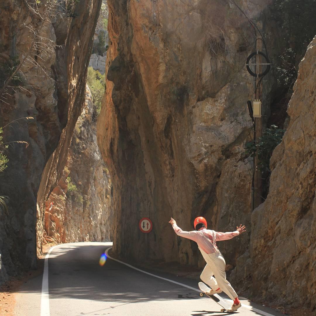 #OrangatangAmbassador @brunosirera being blunt with the steep cliffs.  Photo: @perropro  #Orangatang #yellow #fatfrees