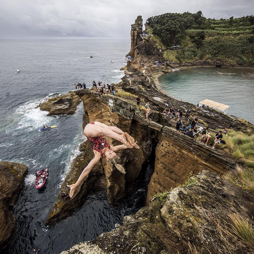 Spread your wings and dive away @redbullcliffdiving
