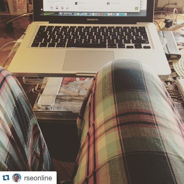 #Repost @rseonline with @repostapp. ・・・ Domingo! Así se llama el pantalón. Y así se trabaja hoy Jueves #instamood #seremprendedor