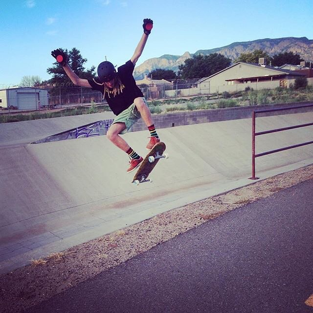 Josh Dunn--@beautyoutofbabylon flying out of the ABQ ditches on our Da Kine deck!  #joshdunn #beautyoutofbabylon #abq #bonzing