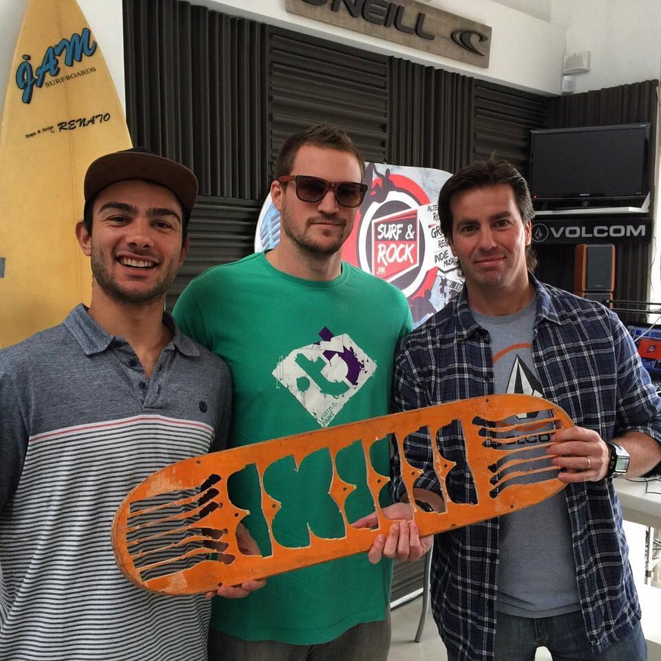 En este momento en vivo desde la radio #suefandrock ( surfandrock.fm ) hablando un poco de  skate y los anteojos reciclados !!!