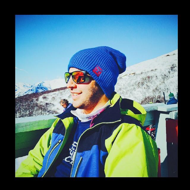 Genial ! Nos acaba de llegar esta foto de @pmathieu89 en @cerrocatedralok metiéndole muchísima onda a este invierno con su #BlueBeanie !!!! Otro más formando parte del #UglyKookyTeam