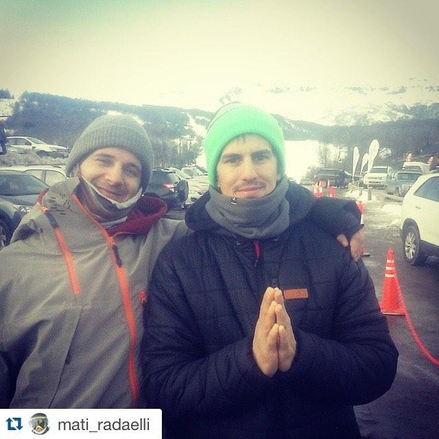 Lamentablemente ayer no pude andar en snowboard por que estuve enfermo. Al menos pude dejar en la base de @cerro_chapelco a @mati_radaelli with @repostapp. ・・・ X subir al #familyday de #dcshoes con mi amigo y compañero de @ripcurlargentina....