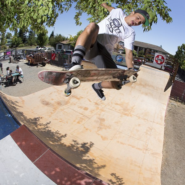 @radicalsmith getting busy @sonomaoldschool during the #sk8north trip #caliberstandards #whiskeyproject #skateboarding