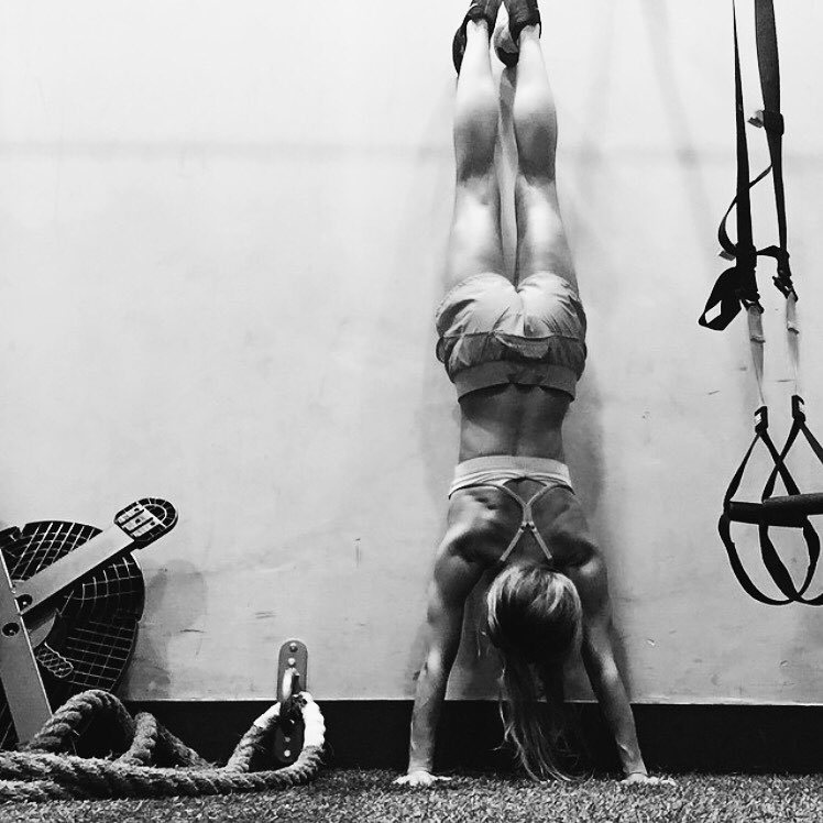 Absolutely no excuses with LA ambassador @christinebullock. #aLifeWithoutLaces #HICKIESfit