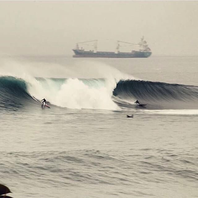 @cristianmerello and friend split the peak in El Buey, Arica. #billabongwetsuits