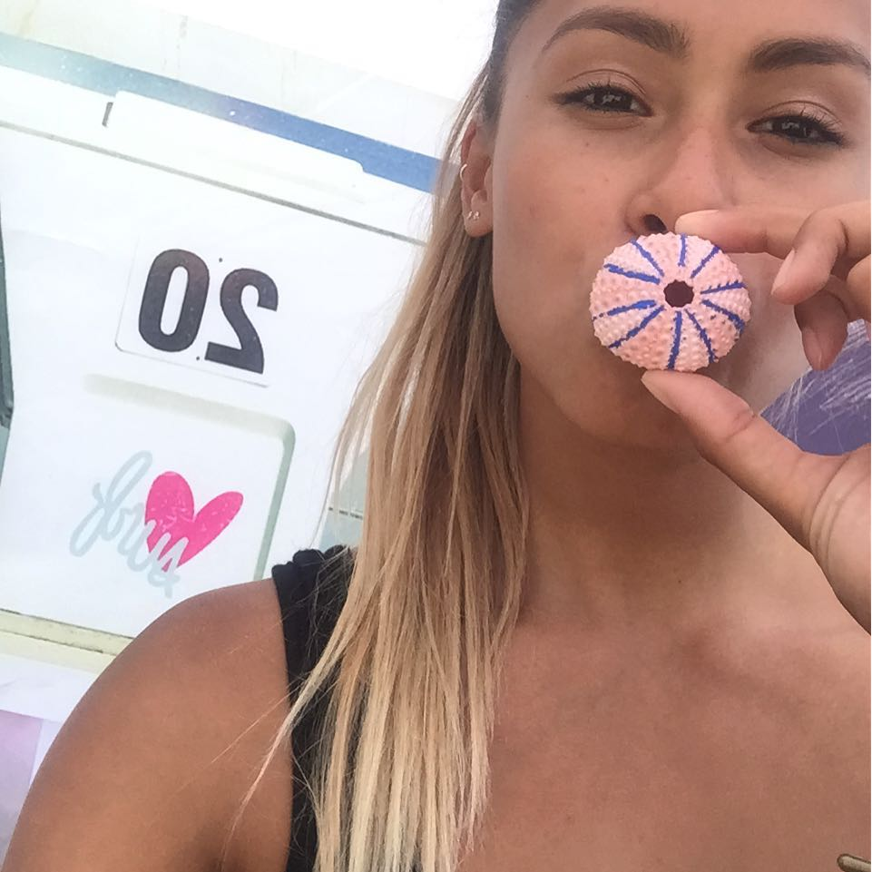 Come craft and color a pink sea urchin shell at our booth at the @supergirlpro  today! ✨ #luvsurfapparel @luvsurfapparel @izzyisup