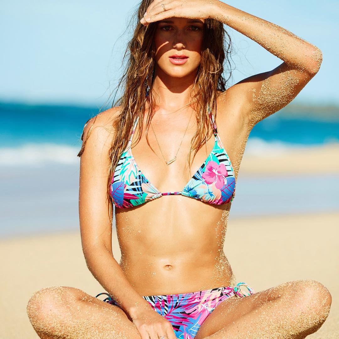 Happy Birthday to this Hawaiian beauty, @monycaeleogram  #ROXYready  roxy.com/swim