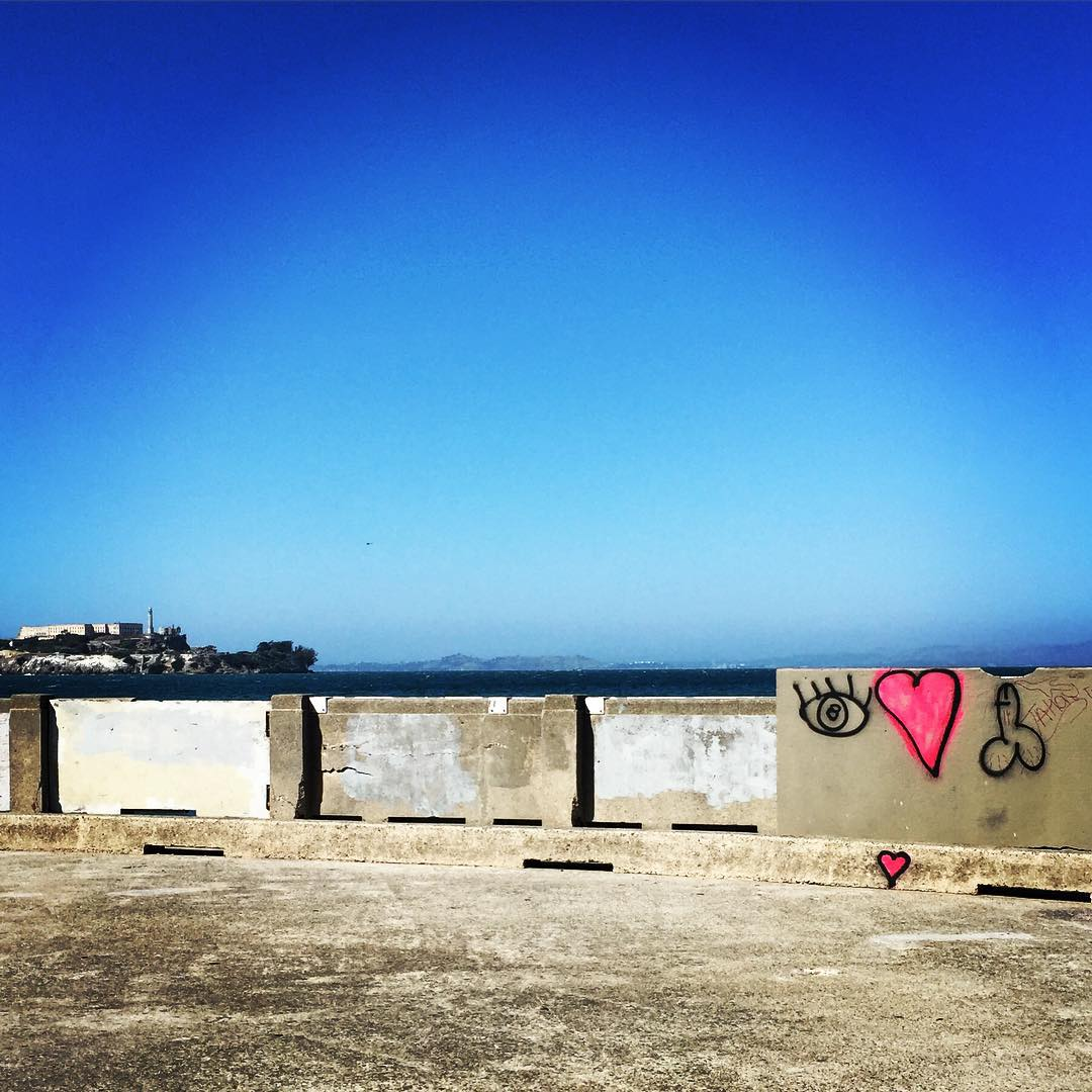 Graffiti at it's best #sanfrancisco #modernpetroglyphs  #graffiti #sanfrancisco #welcometotherock #alcatraz
