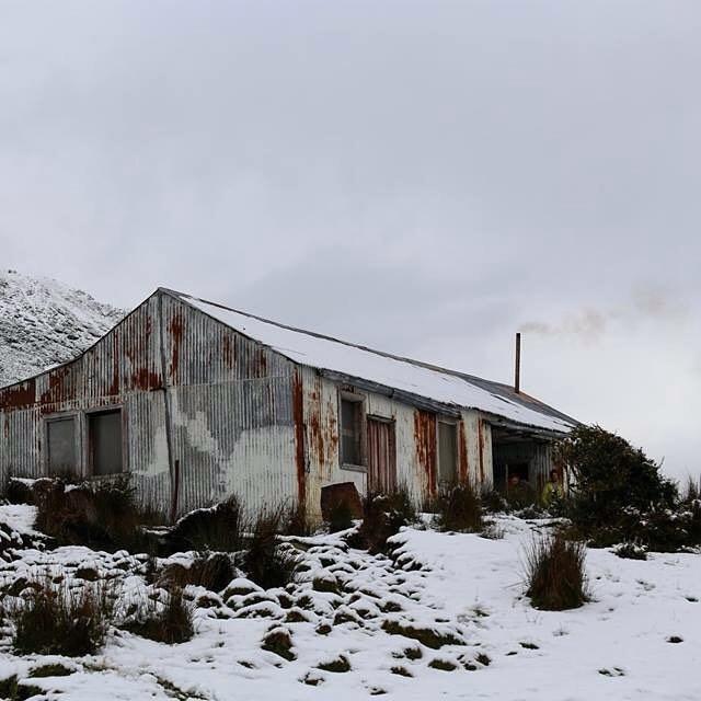 Dia 49 - Seguía la nevada en el refugio de la abandonada Estancia Policarpo - patrimonio cultural de la provincia de Tierra del Fuego.