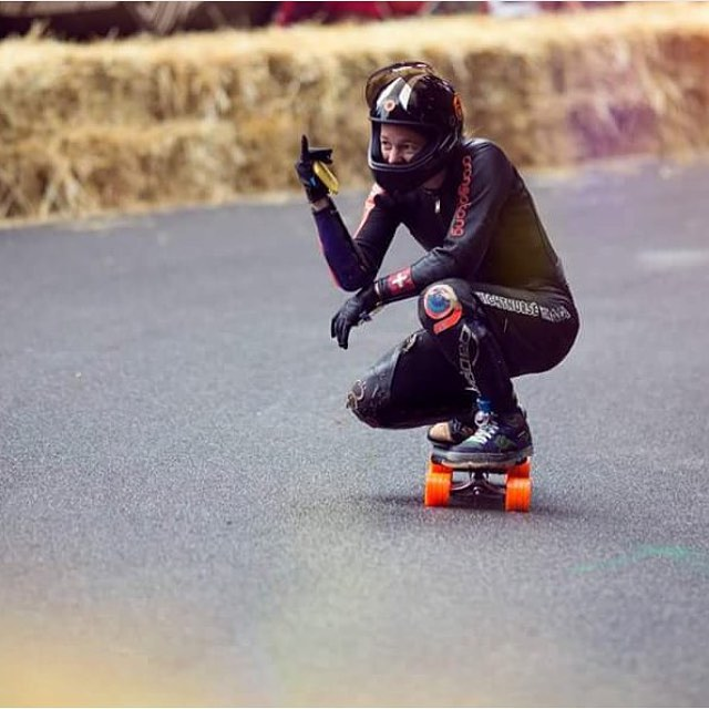 Our amazing @tamaraprader shakaing her way down during Kozakov Challenge 2015. @charlesouimet photo.  #longboardgirlscrew #womensupportingwomen #skatelikeagirl #girlswhoshred #kozakovchallenge #Kozakov #tamaraprader