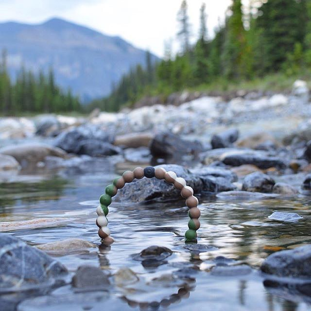 It's the gesture that counts. Give a wild lokai to your favorite nature lover #livelokai  Thanks @a.leigh_