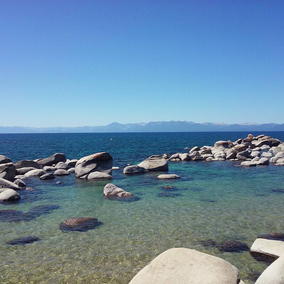 Soak up the sun on this perfect beach day in #Tahoe #CA89 #speedboatbeach